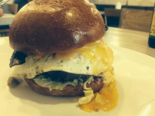 dervynas pusryciai drama burger
