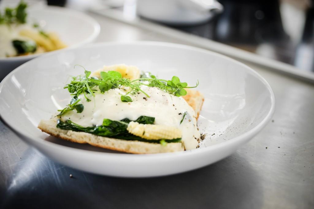 Čiop Čiop Brunch Lėtai virtas kiaušinis su trumų bešameliu by Anna Baranova